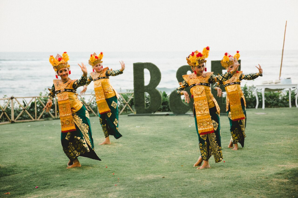 Treat Your Bali Wedding Guests To A Cultural Legong Experience